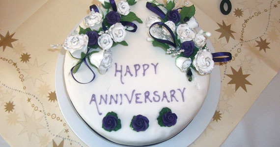 570x300-Anniversary-Cake